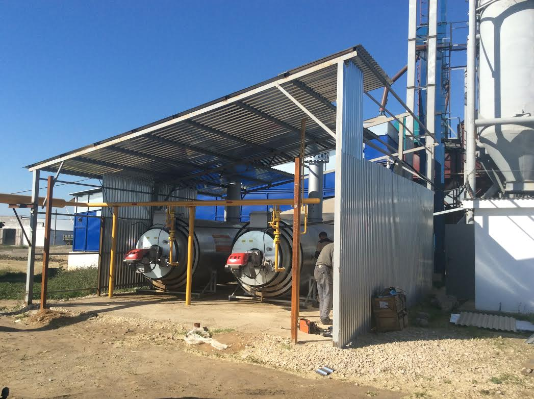 Double flow continuous grain dryer with heat exchangers