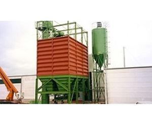 Truck loading silos